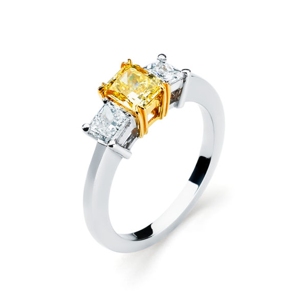 Garvani Three Stone Engagement Ring Style #31476